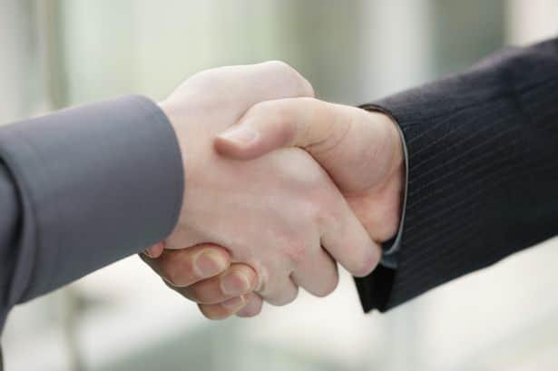 ¿Cómo dar la mano en una entrevista de trabajo?